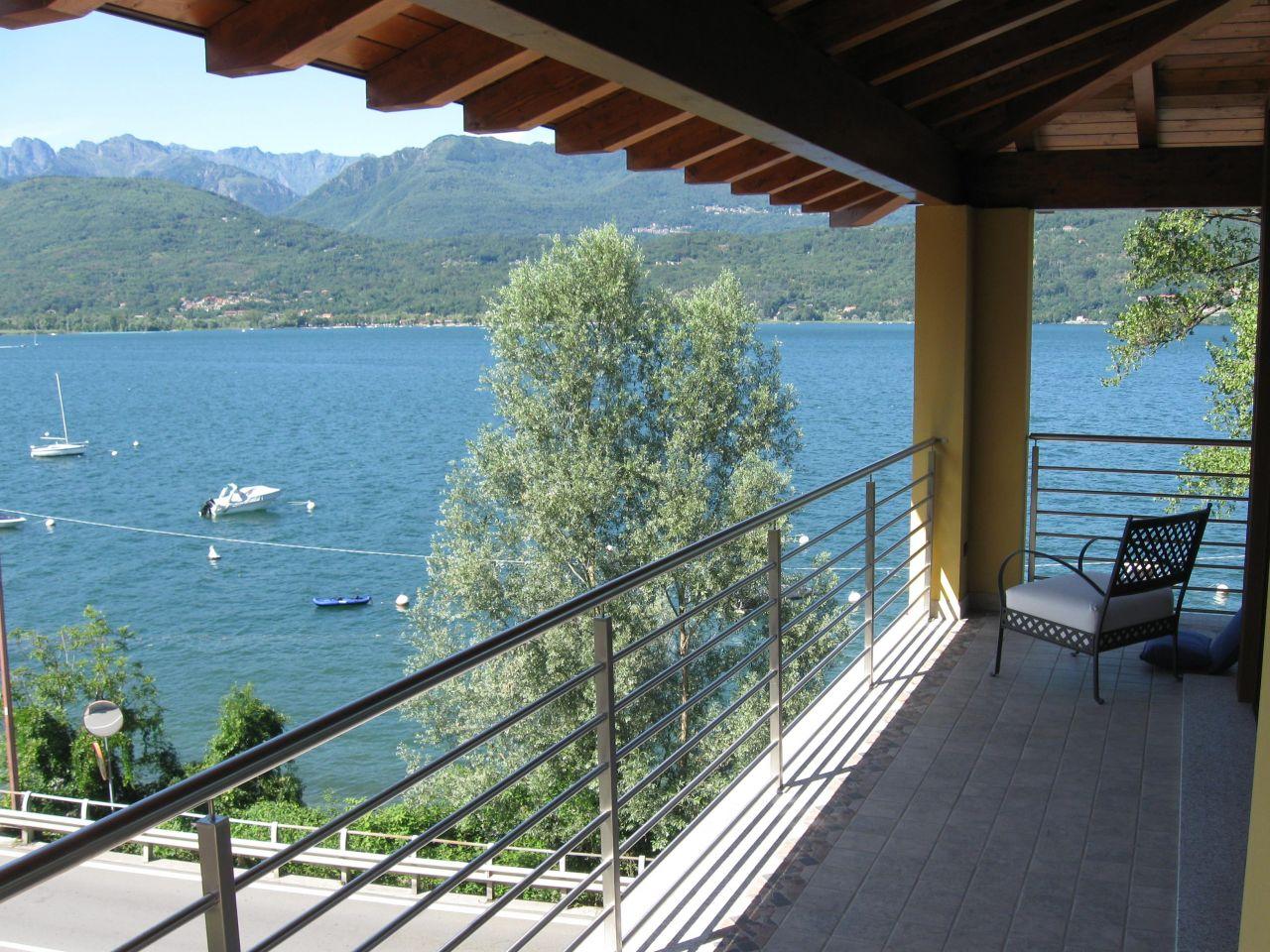 Вилла у озера Маджоре, Италия, 1000 м2 - фото 1