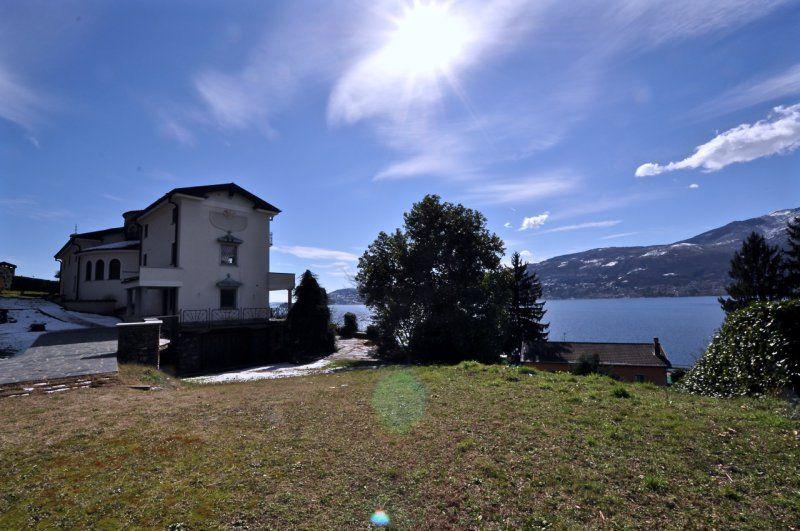 Вилла у озера Маджоре, Италия, 600 м2 - фото 1