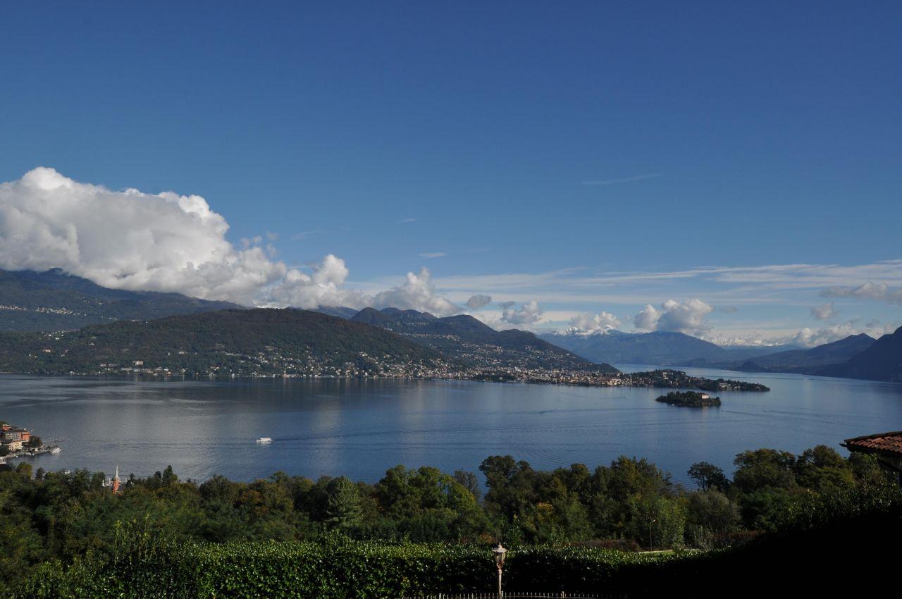 Вилла у озера Маджоре, Италия, 3000 м2 - фото 1