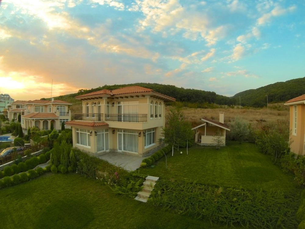 Дом в Кошарице, Болгария, 561 м2 - фото 1