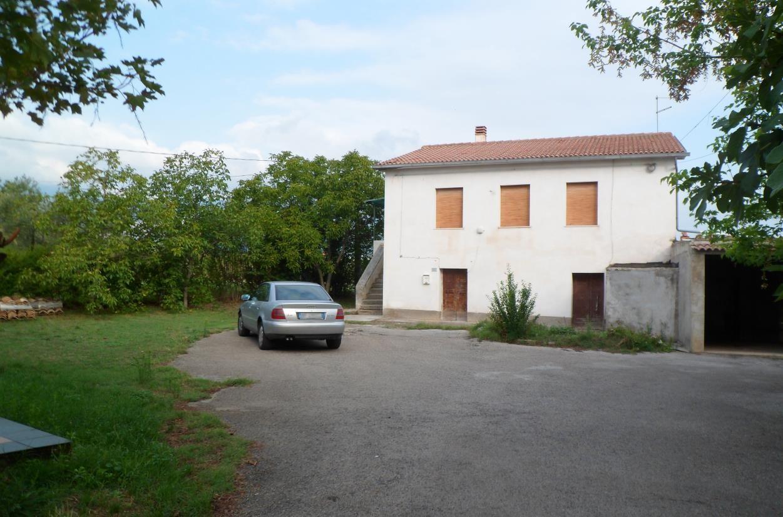 Дом в Абруццо, Италия, 1000 м2 - фото 1
