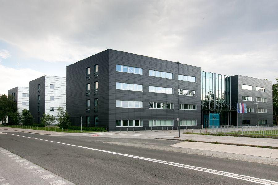Офис в Любляне, Словения, 15870 м2 - фото 1