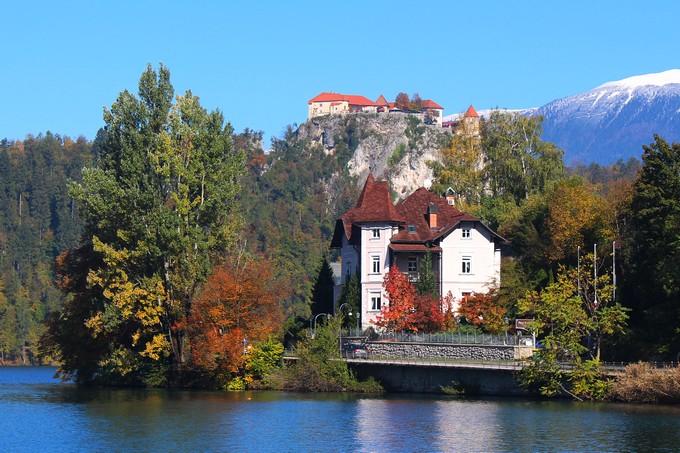 Смотреть видео Кошелек или жизнь. Почему замки Словении – это очень круто?