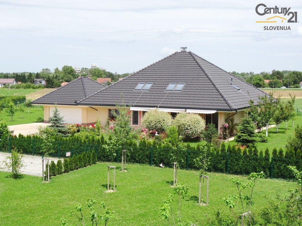 Дом в Раденцах, Словения, 367 м2 - фото 1