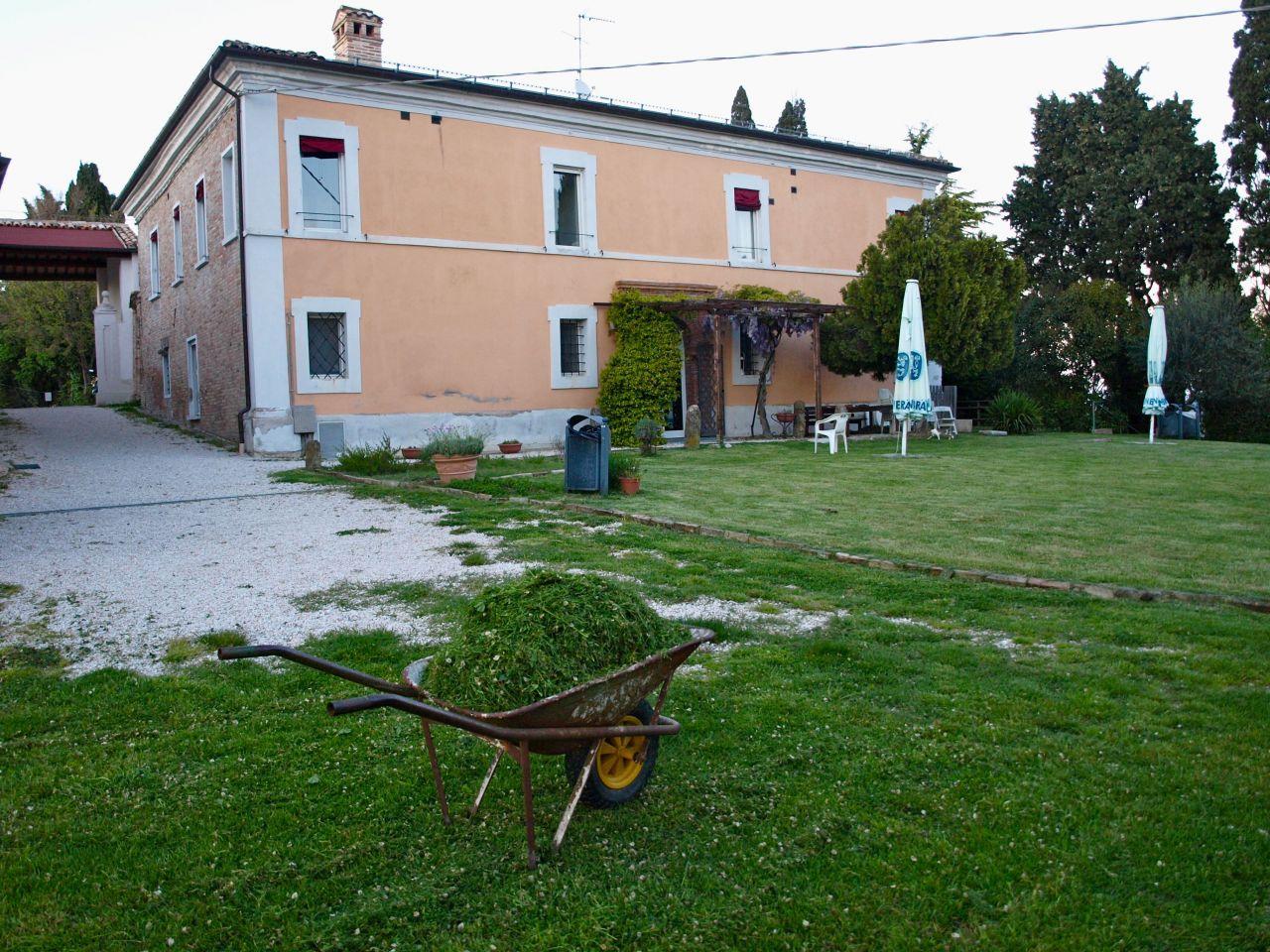 Вилла в Марке, Италия, 800 м2 - фото 1