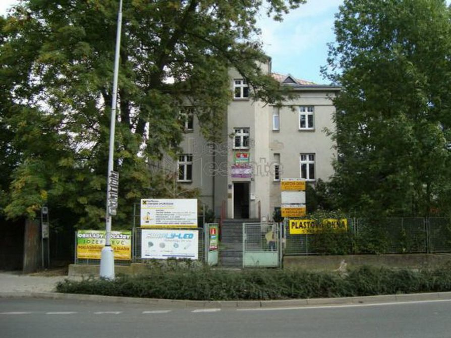 Коммерческая недвижимость в Карловых-Варах, Чехия, 396 м2 - фото 1