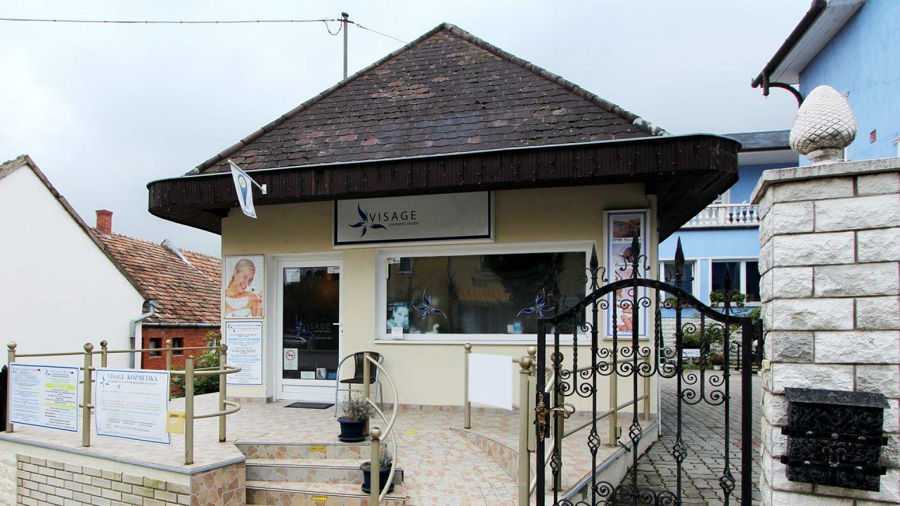 Коммерческая недвижимость в Хевизе, Венгрия, 65 м2 - фото 1
