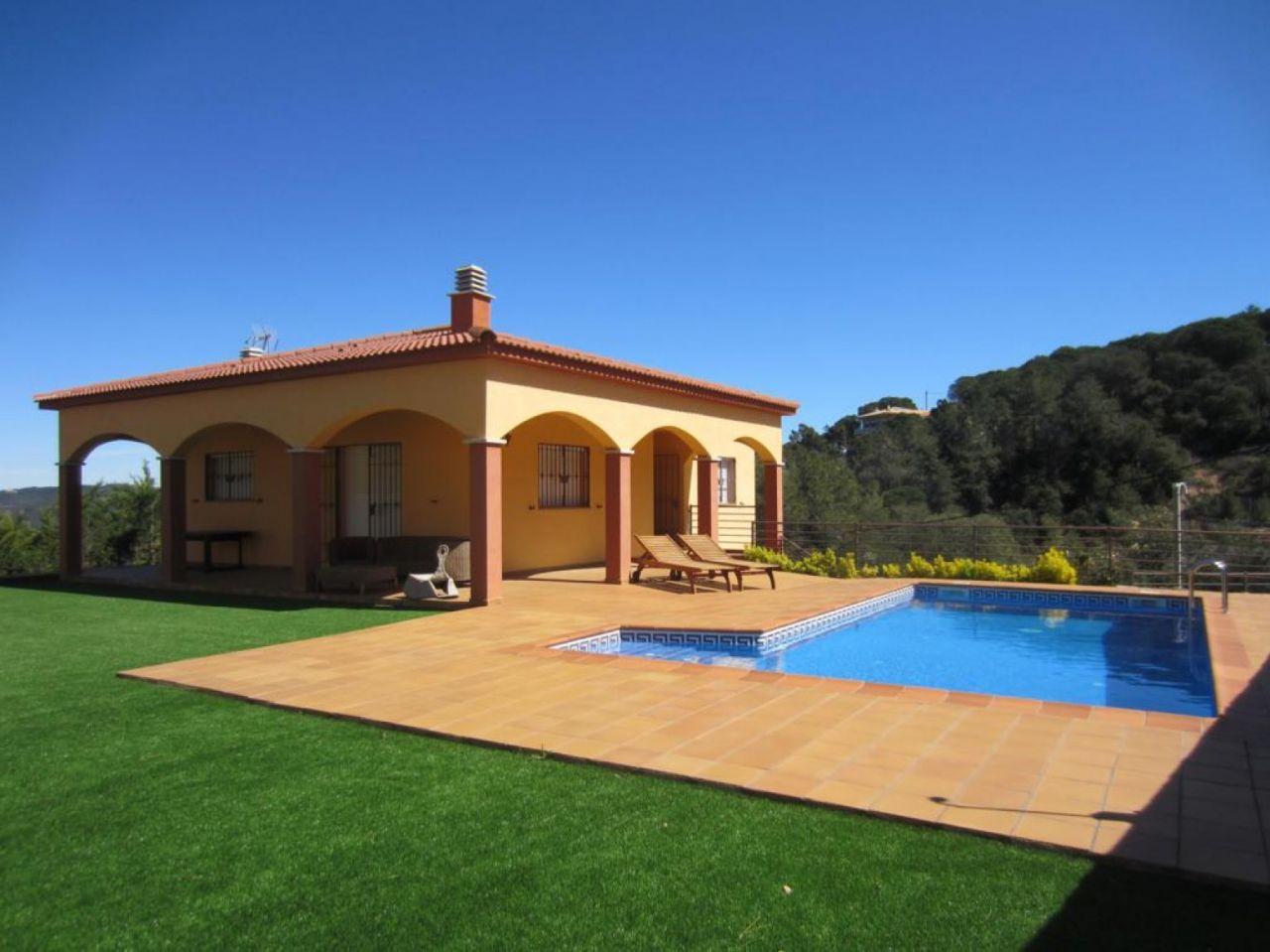 Дом на Льорет-де-Мар, Испания, 860 м2 - фото 1