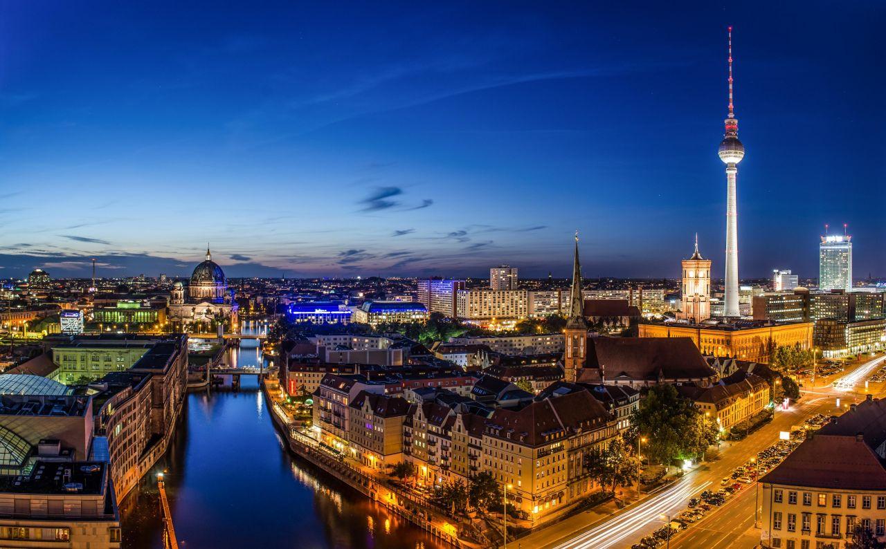 Отель, гостиница в Берлине, Германия, 10700 м2 - фото 1