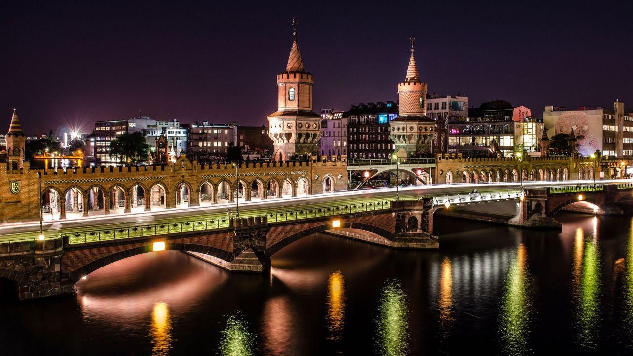 Коммерческая недвижимость в Берлине, Германия, 3711 м2 - фото 1