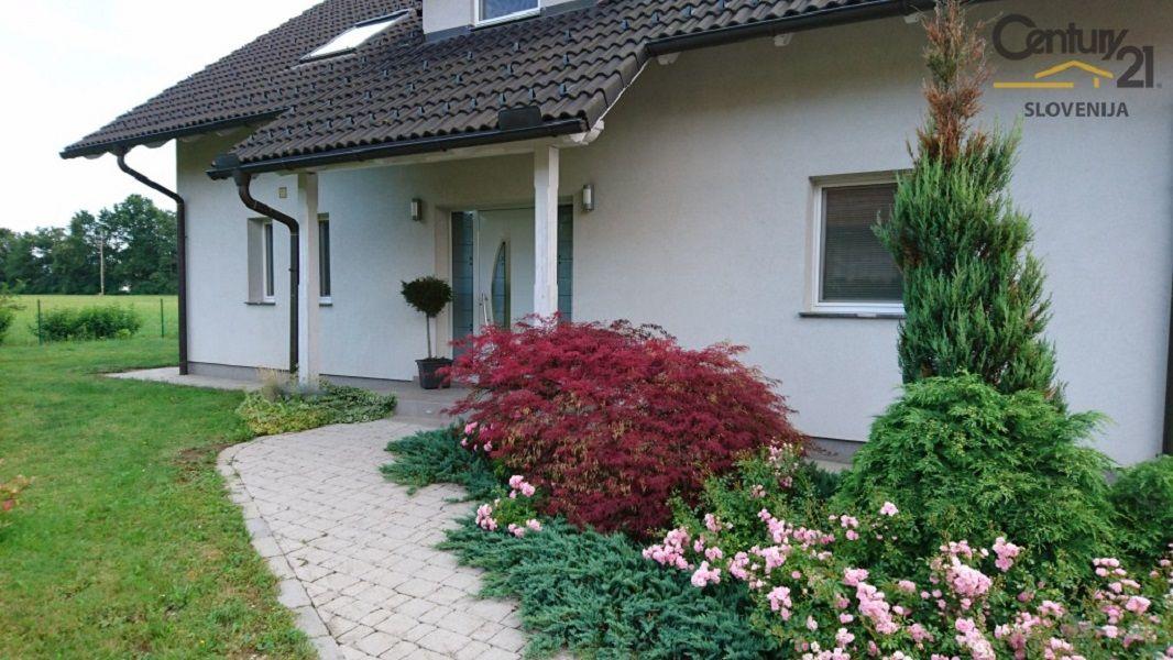 Дом в Мариборе, Словения, 1079 м2 - фото 1
