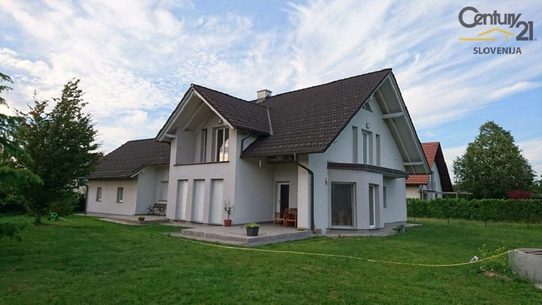 Дом в Мариборе, Словения, 1079 м2 - фото 2