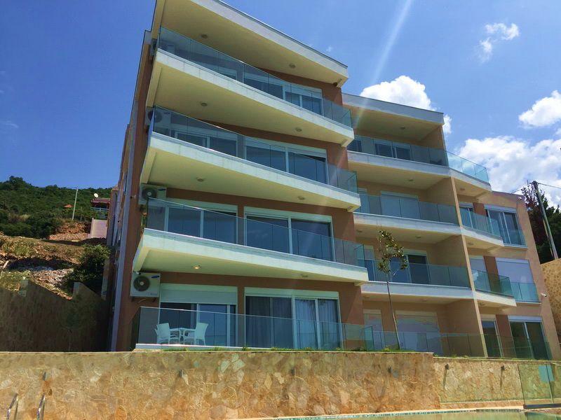 Апартаменты в Добра Воде, Черногория, 53 м2 - фото 1