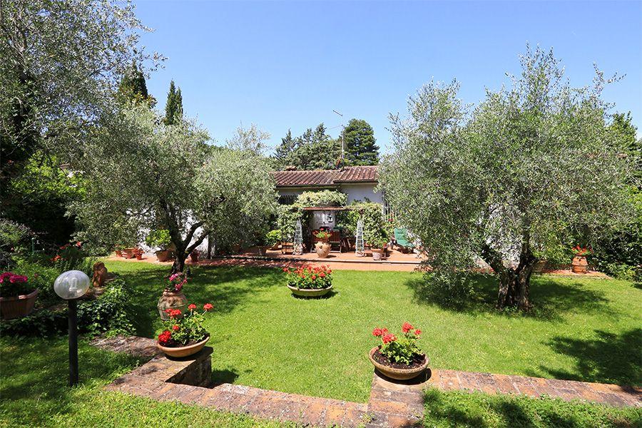 Вилла в Сиене, Италия, 4471 м2 - фото 1