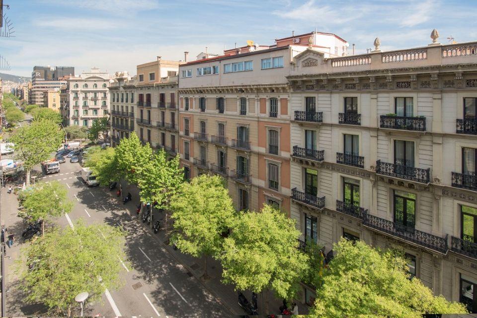 Коммерческая недвижимость в Барселоне, Испания, 2083 м2 - фото 1