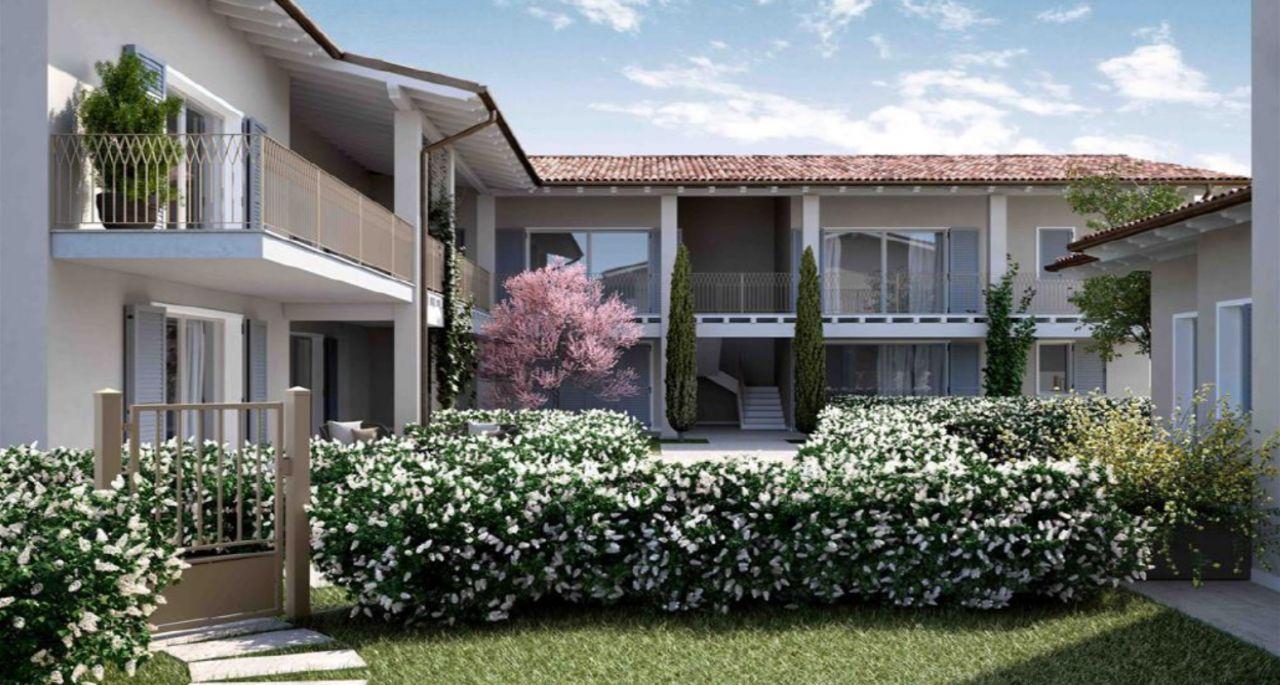 Квартира у озера Гарда, Италия, 84 м2 - фото 1