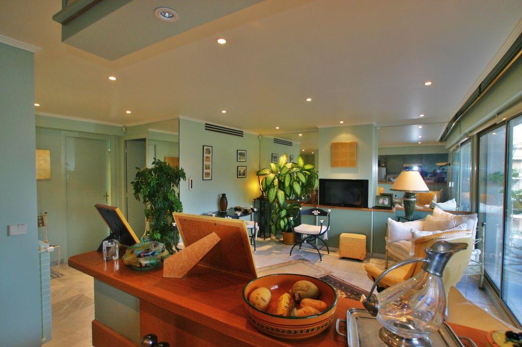 Квартира в Каннах, Франция, 60 м2 - фото 1