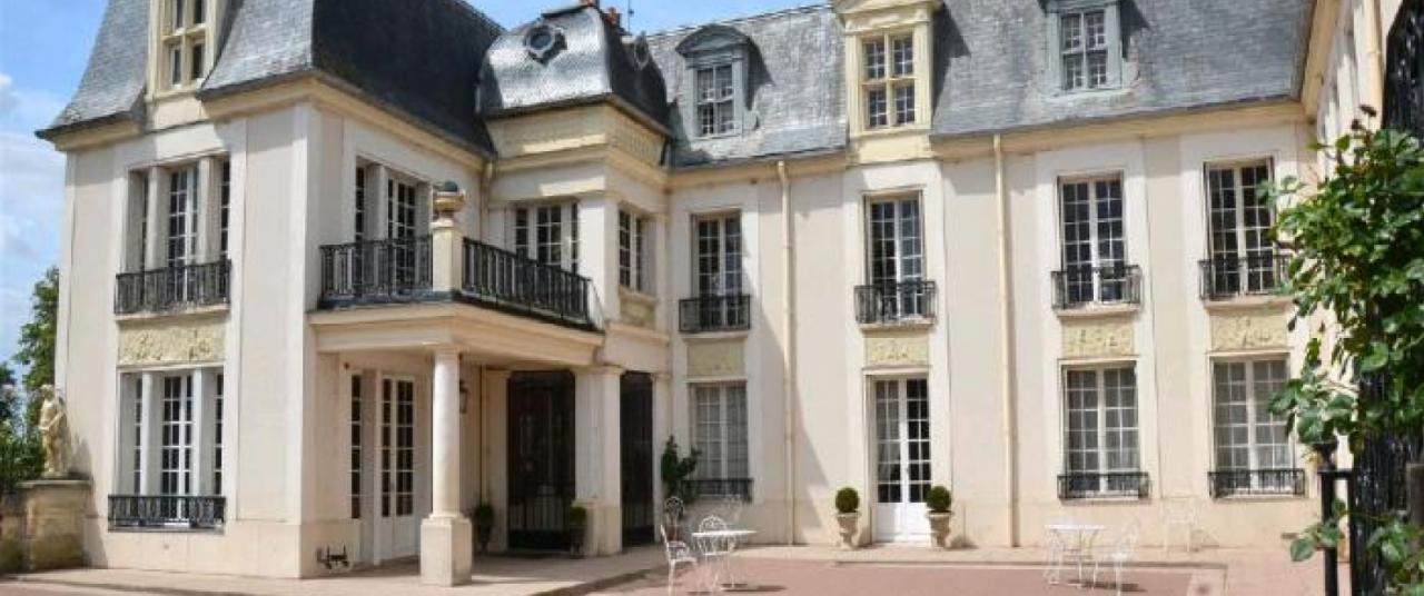 Замок в Иль-де-Франс, Франция, 830 м2 - фото 1