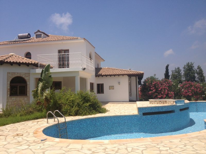 Buy real estate in the island of Spetses to 50,000 euros