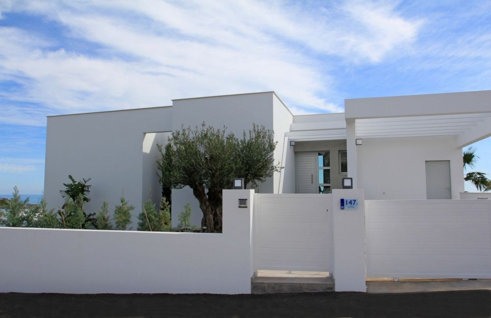 Вилла в Бенисе, Испания, 339 м2 - фото 1
