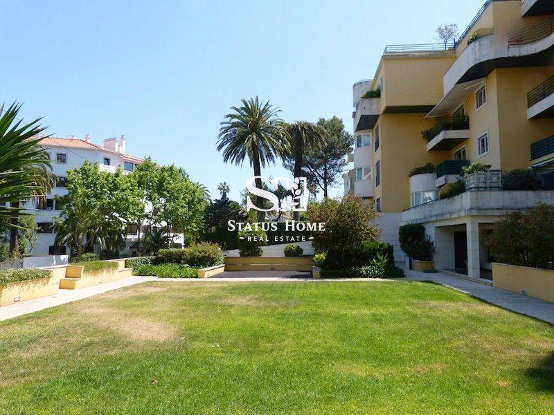 Апартаменты в Эшториле, Португалия, 131 м2 - фото 1