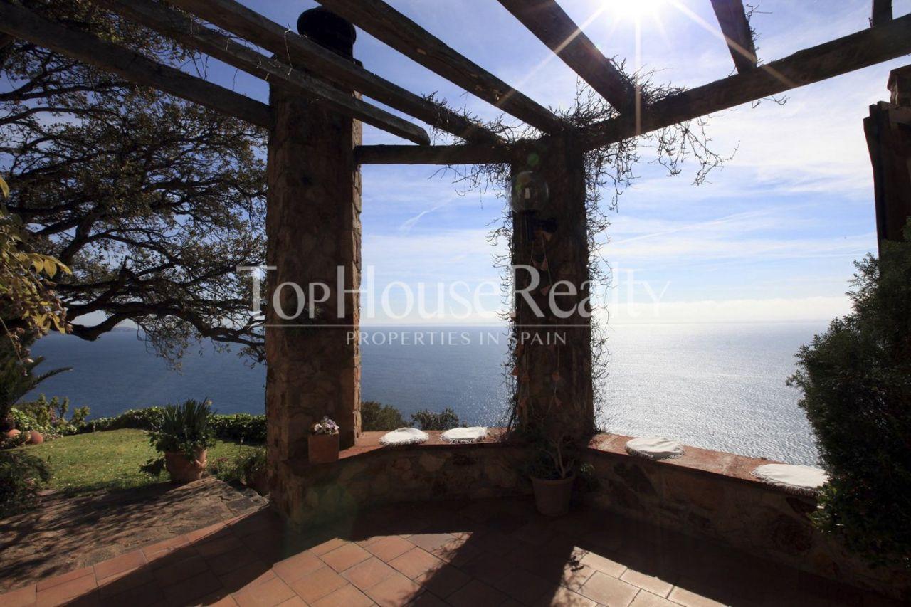 Дом в Тосса-де-Мар, Испания, 400 м2 - фото 1