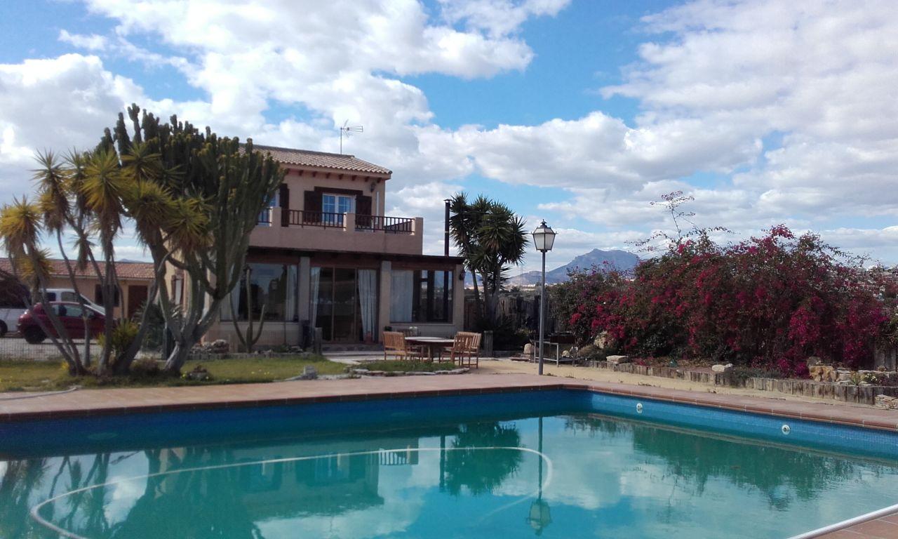 Дом в Аликанте, Испания, 4800 м2 - фото 1