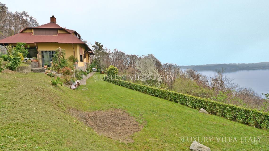 Дом у озера Маджоре, Италия, 520 м2 - фото 1