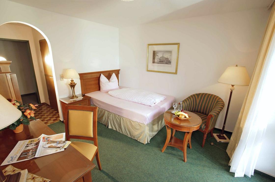 Отель, гостиница в Южной Баварии, Германия, 2000 м2 - фото 1