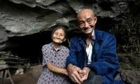 В Китае семейная пара 54 года прожила в пещере