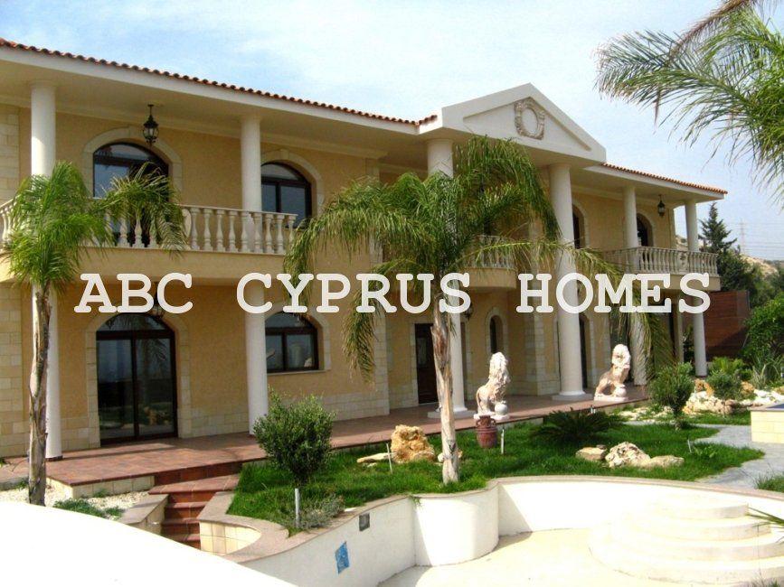Особняк в Лимассоле, Кипр, 1500 м2 - фото 1