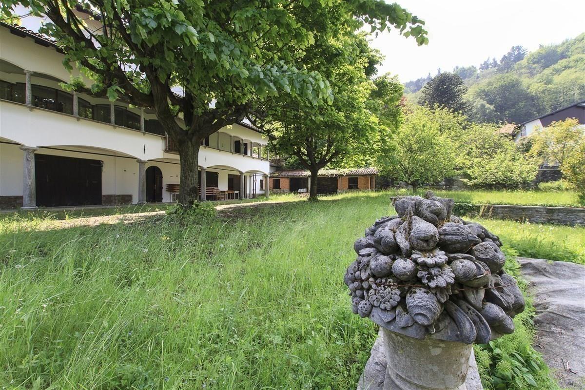 Отель, гостиница Озеро Маджоре, Италия, 425 м2 - фото 1