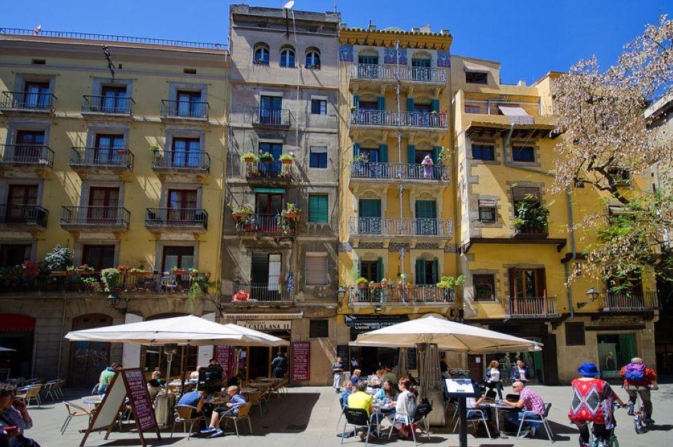 Доходный дом в Барселоне, Испания, 1129 м2 - фото 1