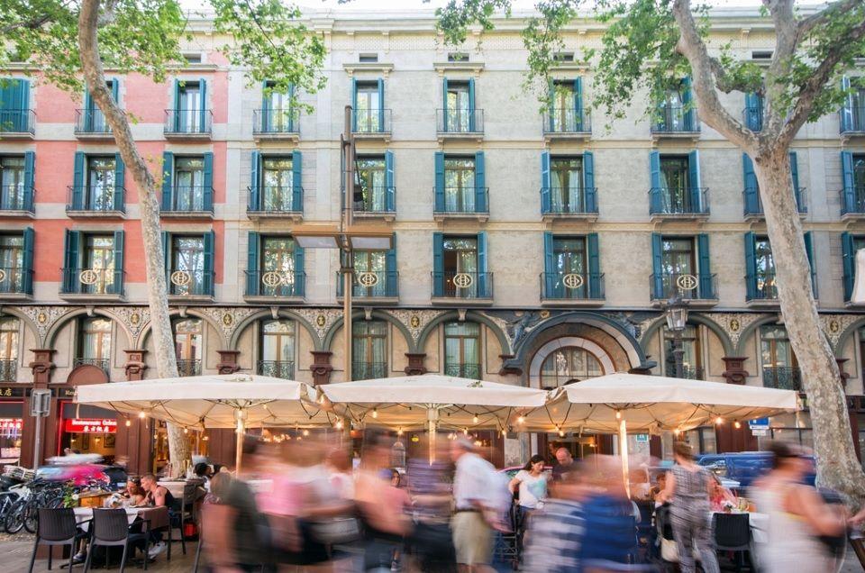 Доходный дом в Барселоне, Испания, 665 м2 - фото 1