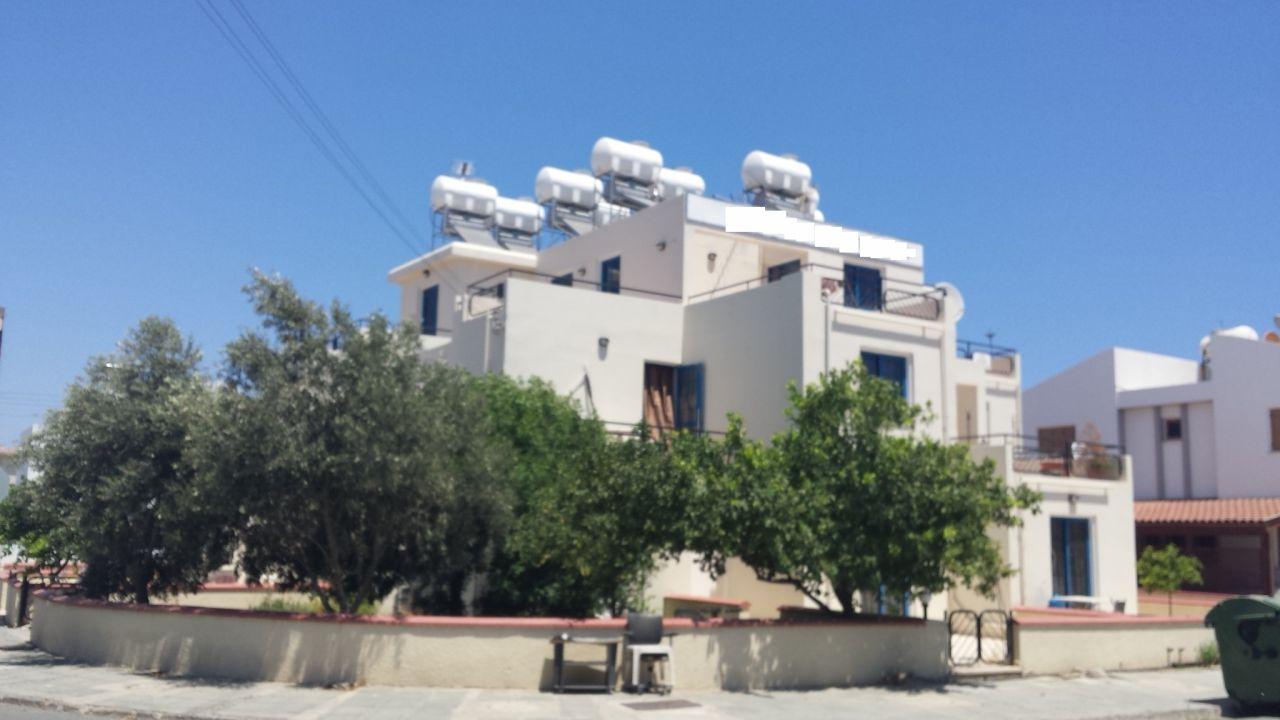Коммерческая недвижимость в Ларнаке, Кипр, 330 м2 - фото 1