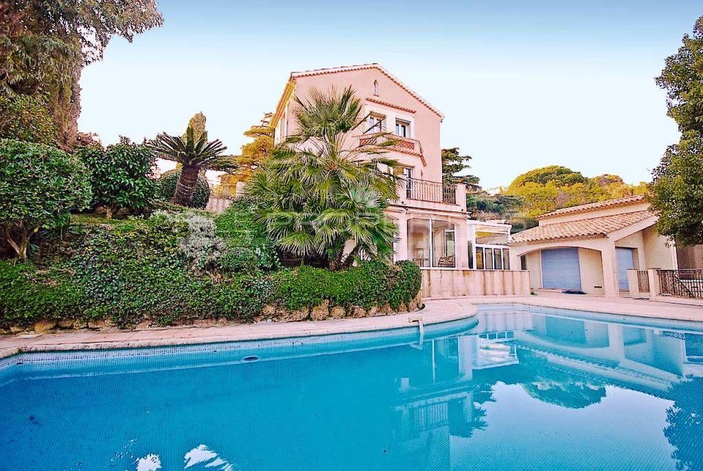 Дом в Каннах, Франция, 450 м2 - фото 1