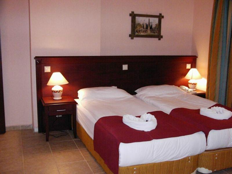 Отель, гостиница на Коста-Брава, Испания, 7500 м2 - фото 1