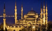 Число российских туристов в Стамбуле сократилось наполовину