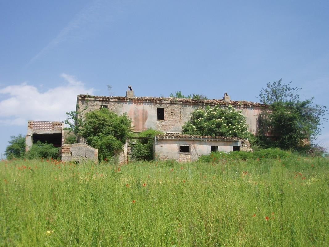 Дом под реконструкцию в Абруццо, Италия, 25 Га - фото 1