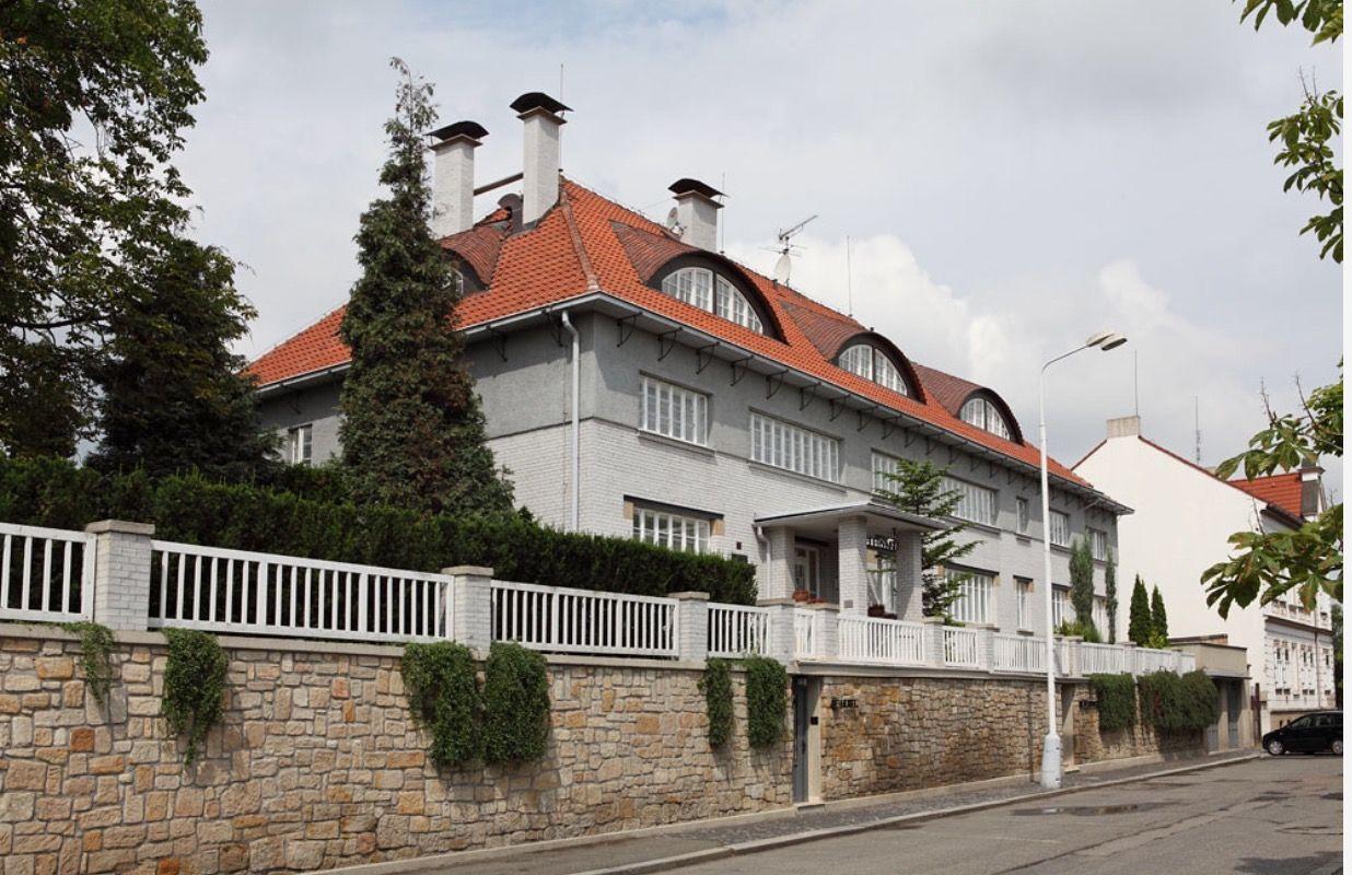 Отель, гостиница в Кладно, Чехия, 1285 м2 - фото 1