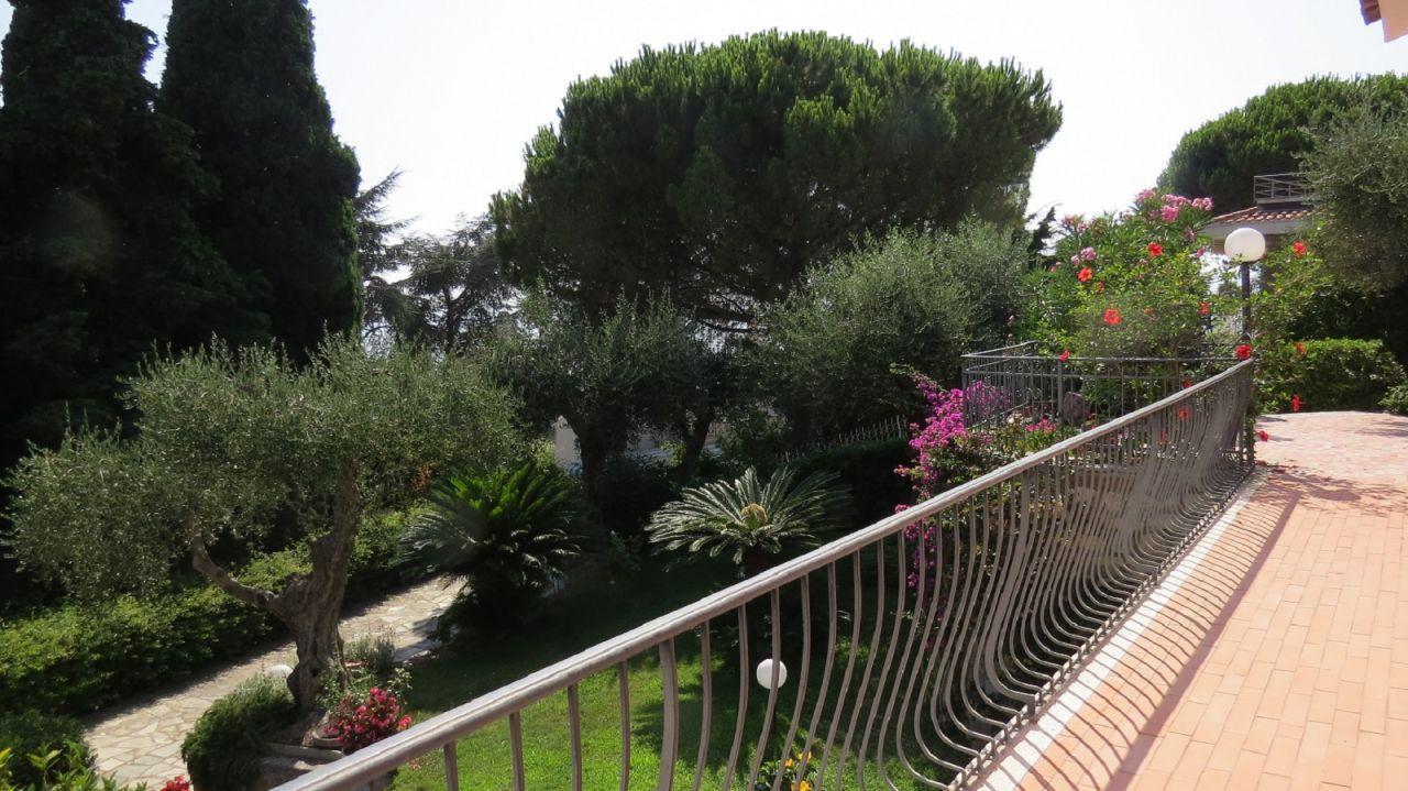 Квартира в Бордигере, Италия, 90 м2 - фото 1