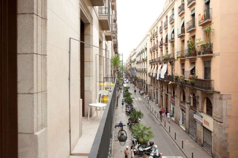 Коммерческая недвижимость в Барселоне, Испания, 100 м2 - фото 1