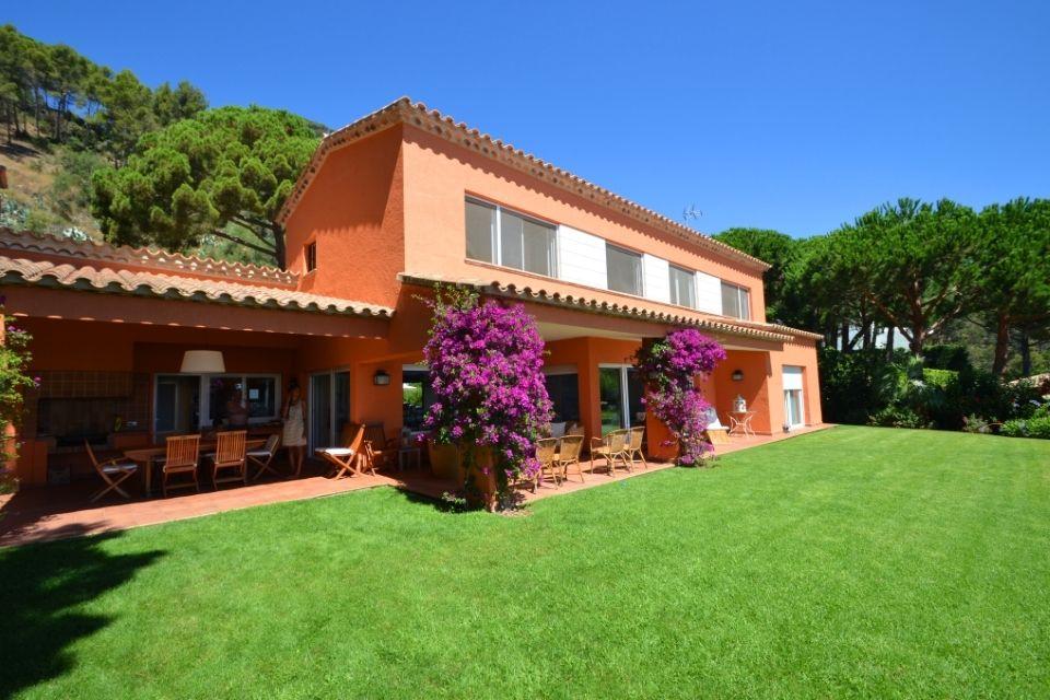 Купить недвижимость за границей испания