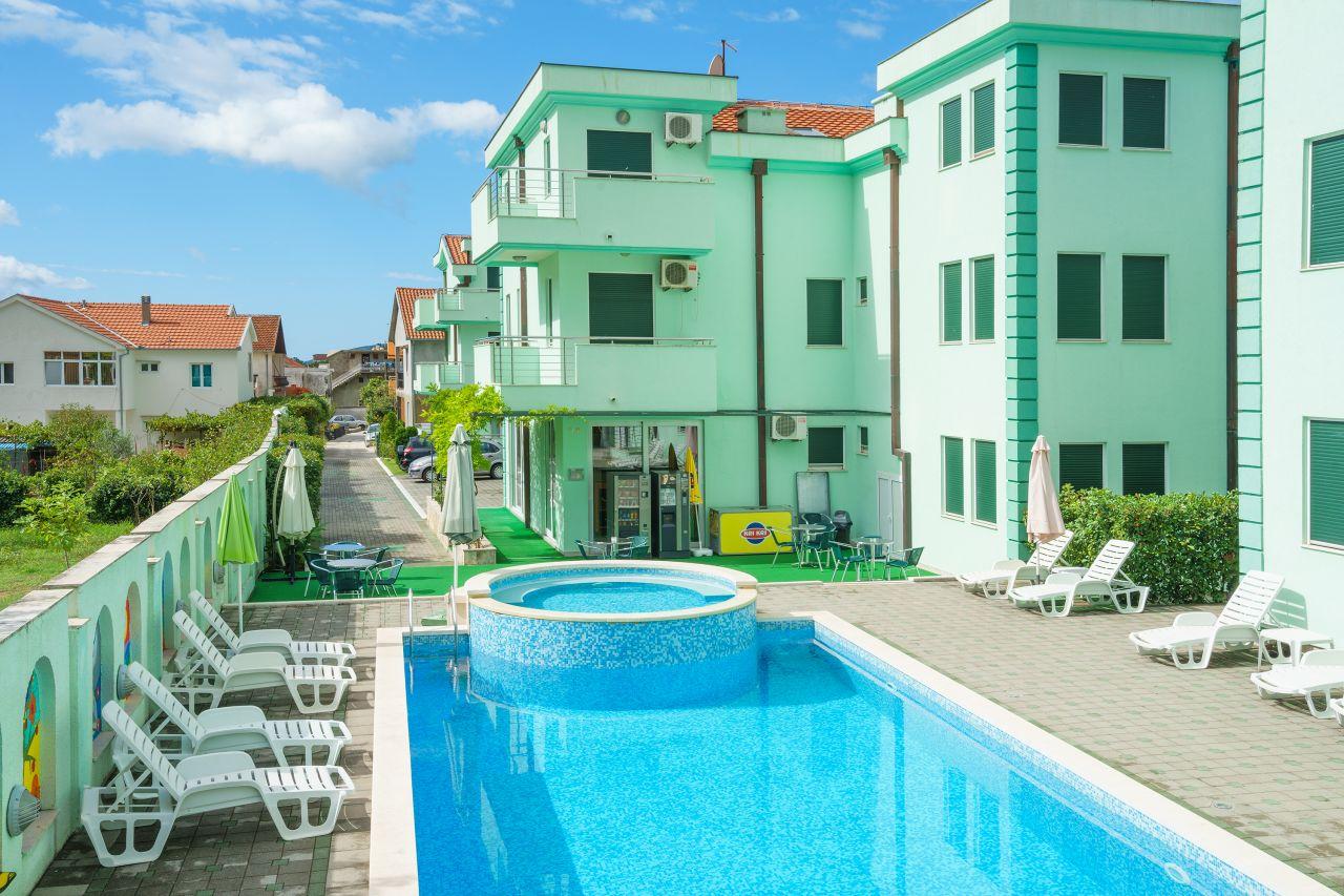 Апартаменты в Зеленике, Черногория, 58 м2 - фото 1