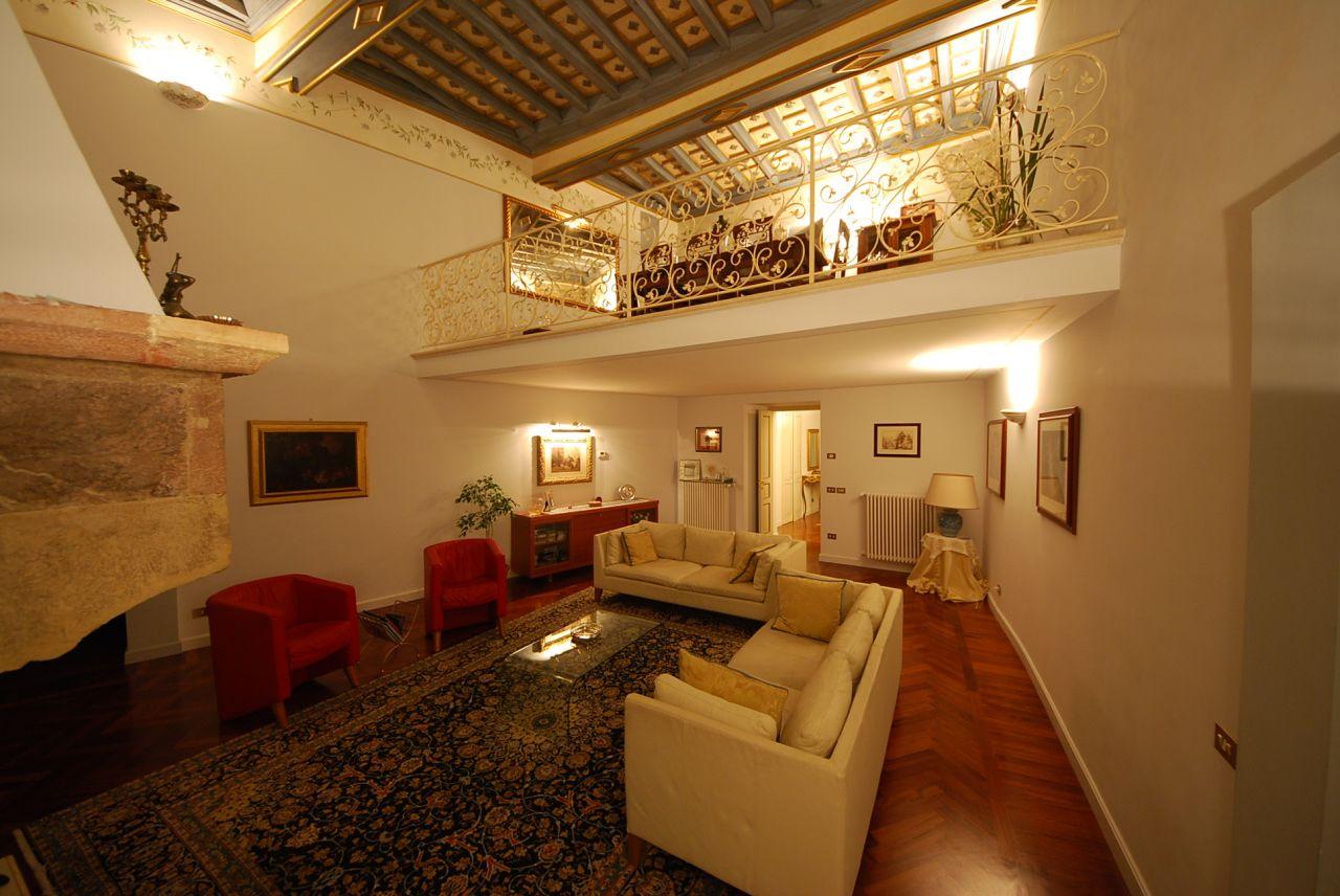 Апартаменты в Умбрии, Италия, 285 м2 - фото 1
