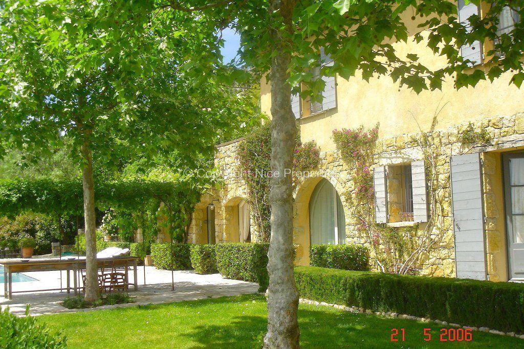 Дом Шатонеф-Грасс, Франция, 335 м2 - фото 1