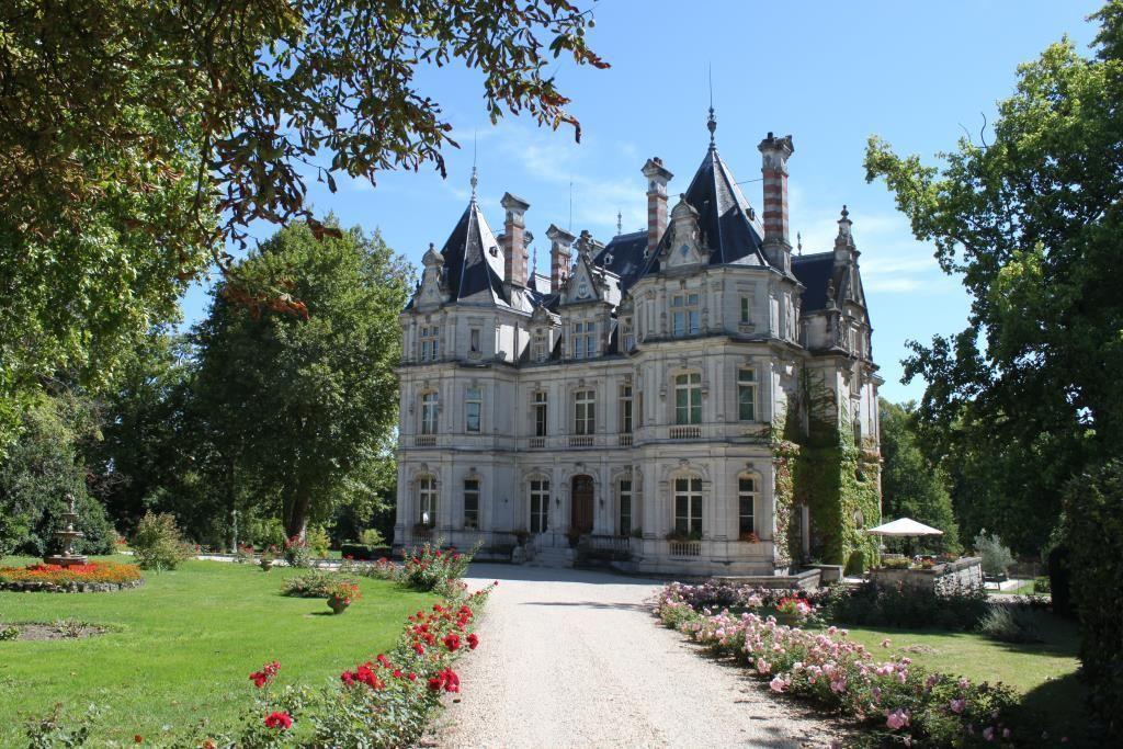 Замок в Шаранте, Франция, 1255 м2 - фото 1