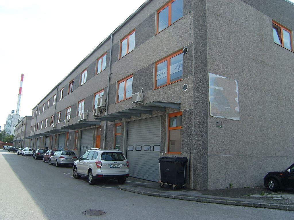 Коммерческая недвижимость в Любляне, Словения, 1000 м2 - фото 1