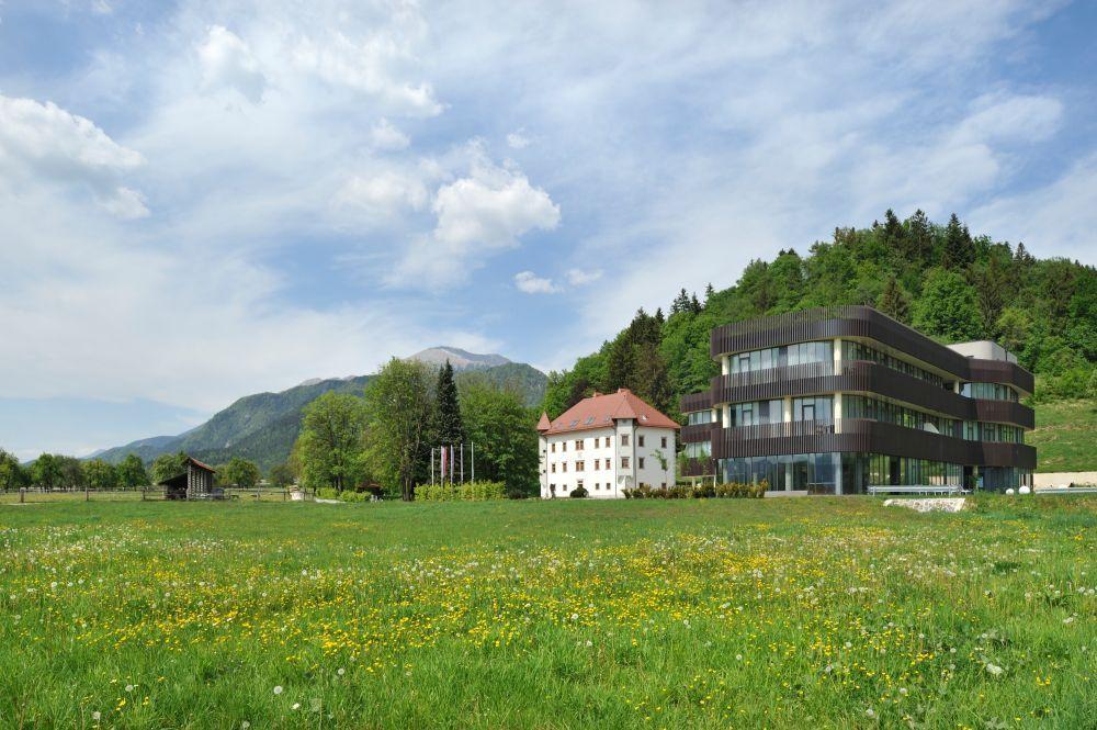 Отель, гостиница в Бледе, Словения, 3000 м2 - фото 1