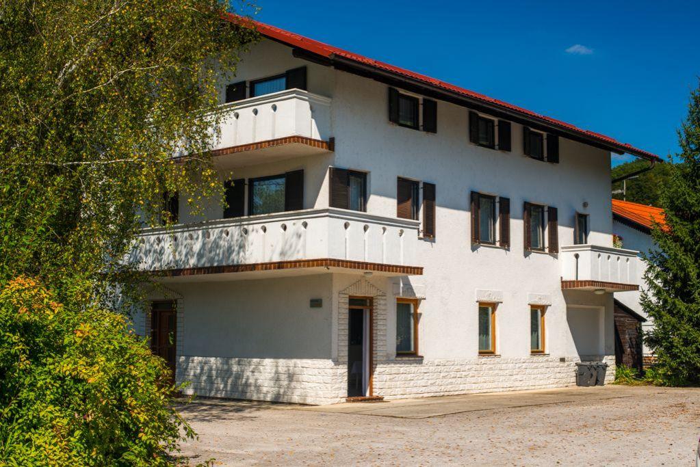 Отель, гостиница в Подчетртеке, Словения, 390 м2 - фото 1